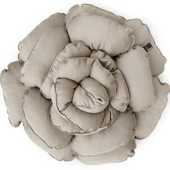 Poduszka dekoracyjna kwiat ROXANNE beżowa 55cm