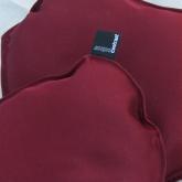 Poduszka dekoracyjna w kolorze bordowym